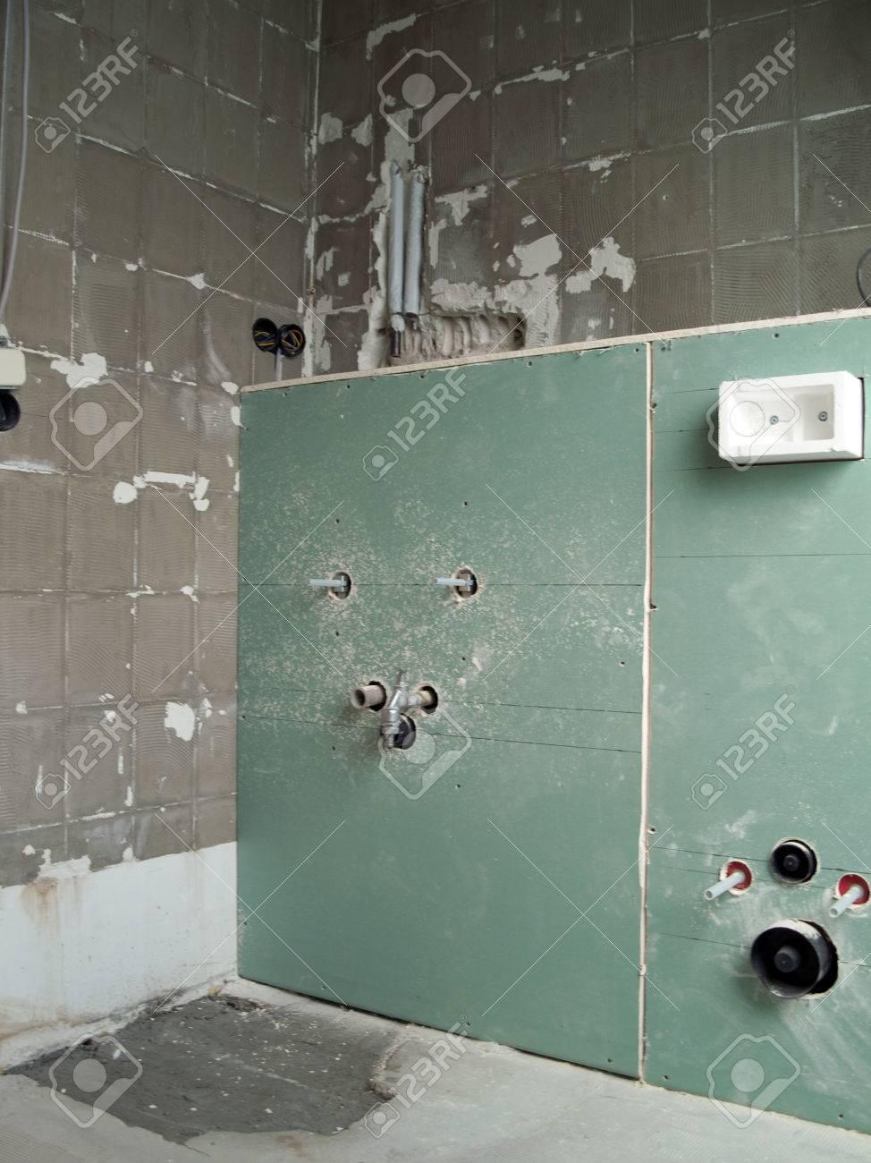 Vorbau Für Die Installation Badezimmer Eingerichtet Lizenzfreie ...