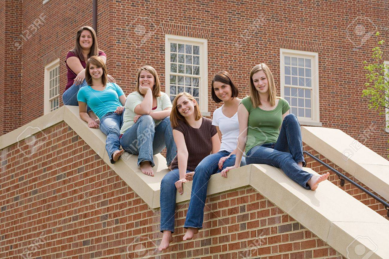Group of college Girls on Campus - 5931358