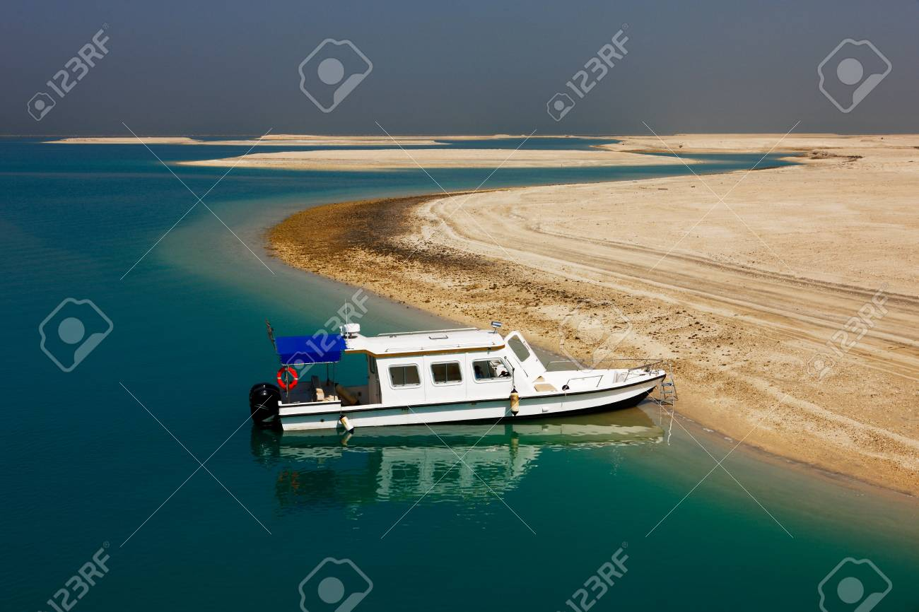 The World Islands in Dubai is synonymous with the economic crash of 2009� to date no significant project has been built on these islands and they remain deserted Stock Photo - 17914409