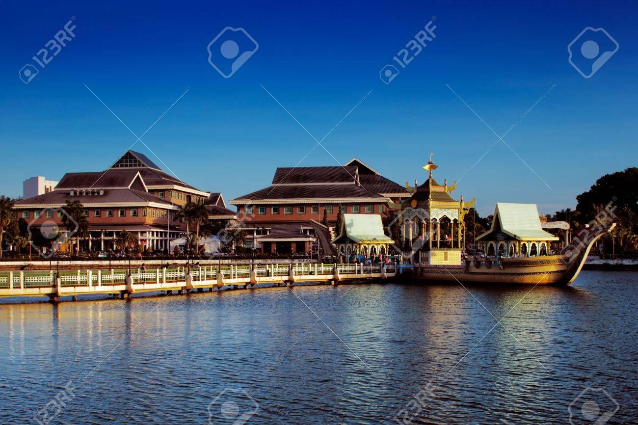 The majestic Sultan Omar Ali Saifuddien Mosque of Brunei s capital