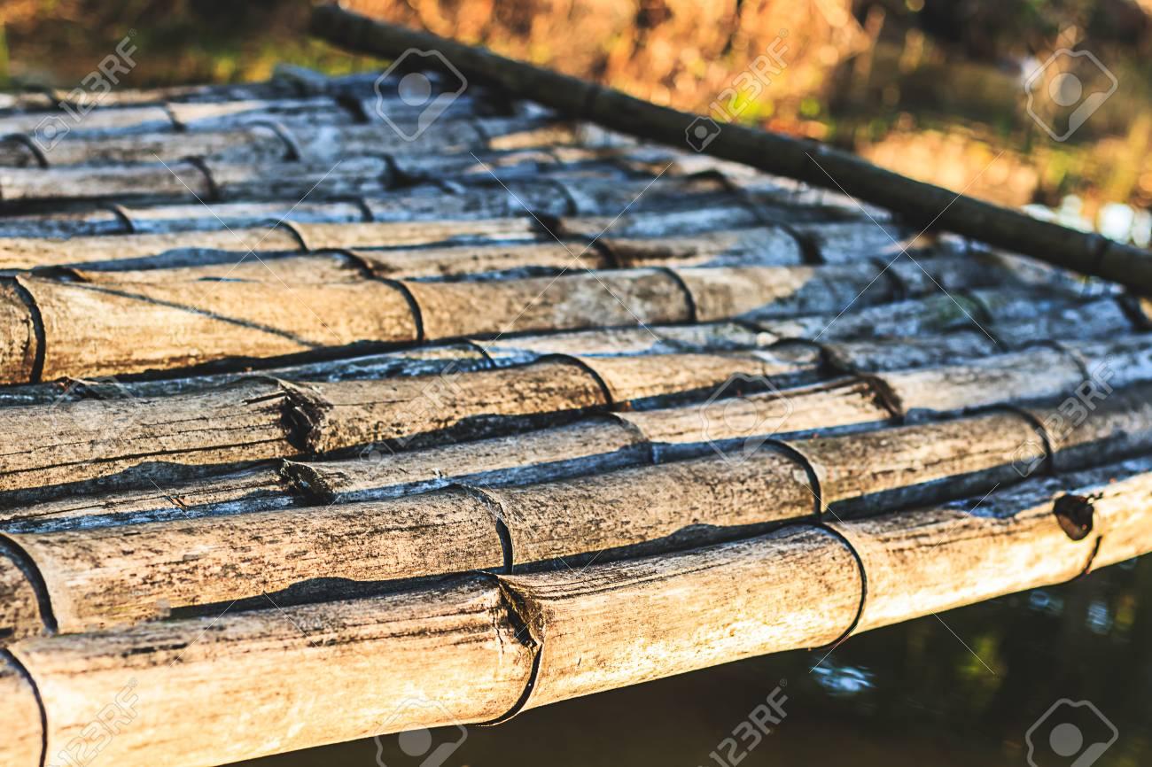 terrasse de bambou dans la matinée avec arrière-plan de marsh banque