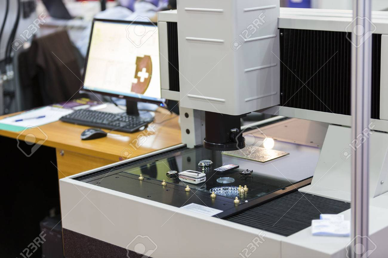 operator inspection high precision part by aotumate vision system