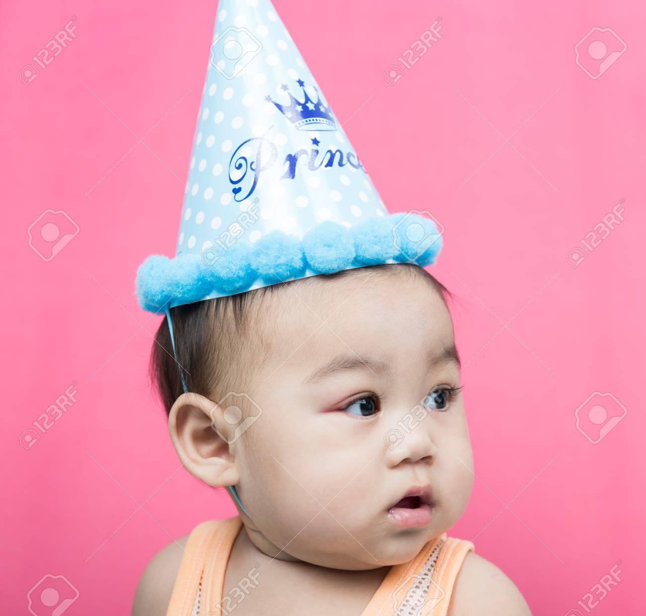 Asia Baby Boy Wearing Birthday Party Hat On Pink Background Standard Bild