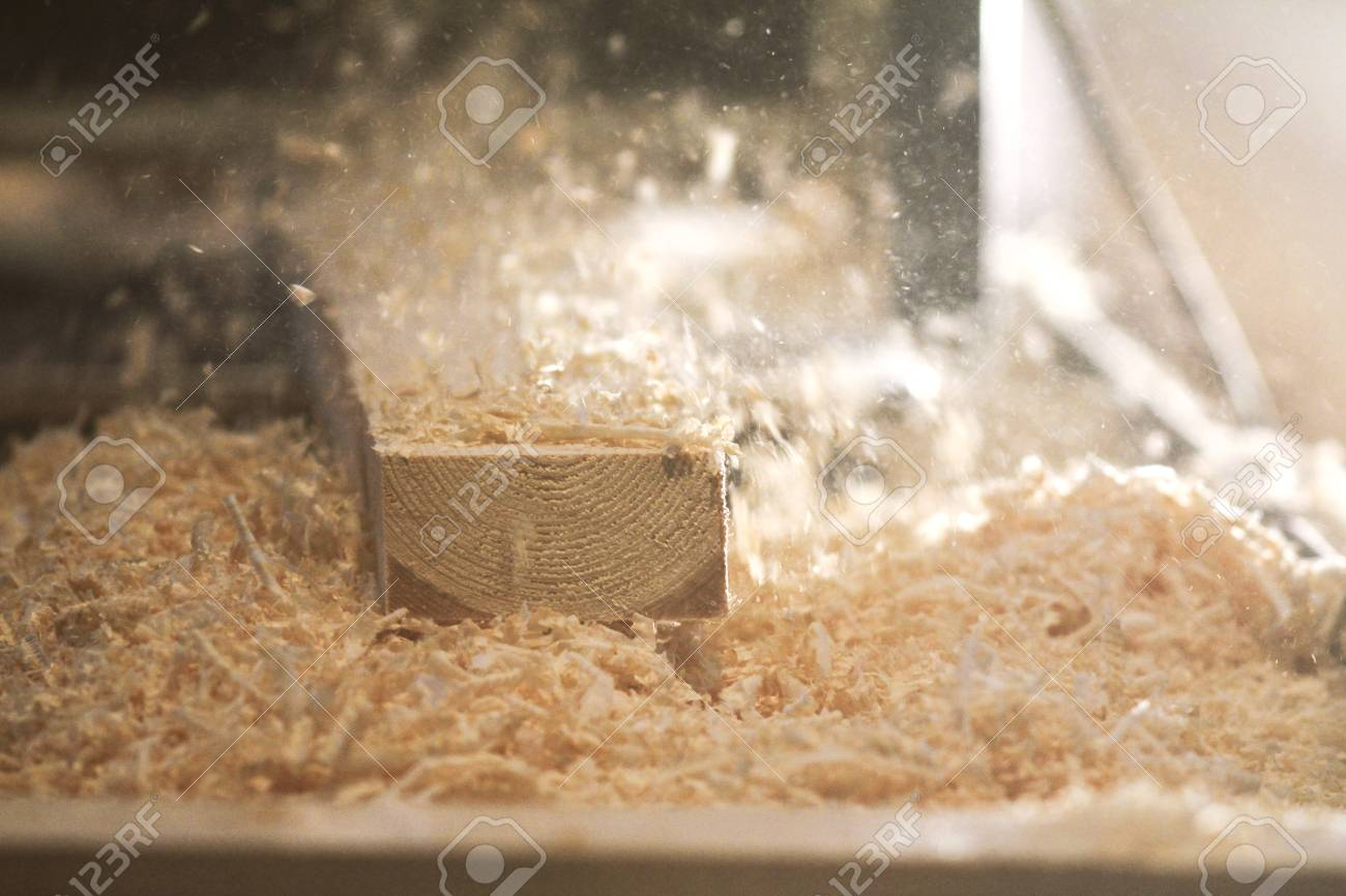 Process of sawing a board with a chain saw - 94724563