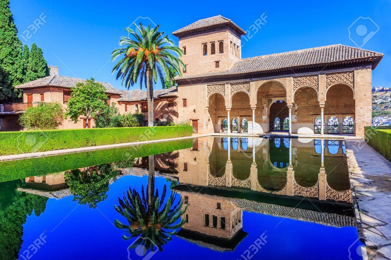 alhambra granada spain the nasrid palaces palacios nazarÃï Ã
