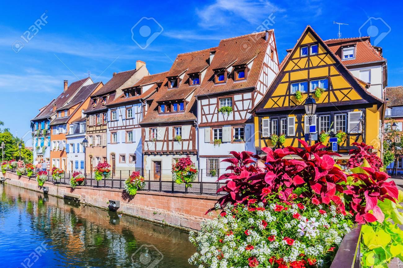 Colmar, Alsacia, Francia. Pequeña Venecia, Canal De Agua Y Casas ...