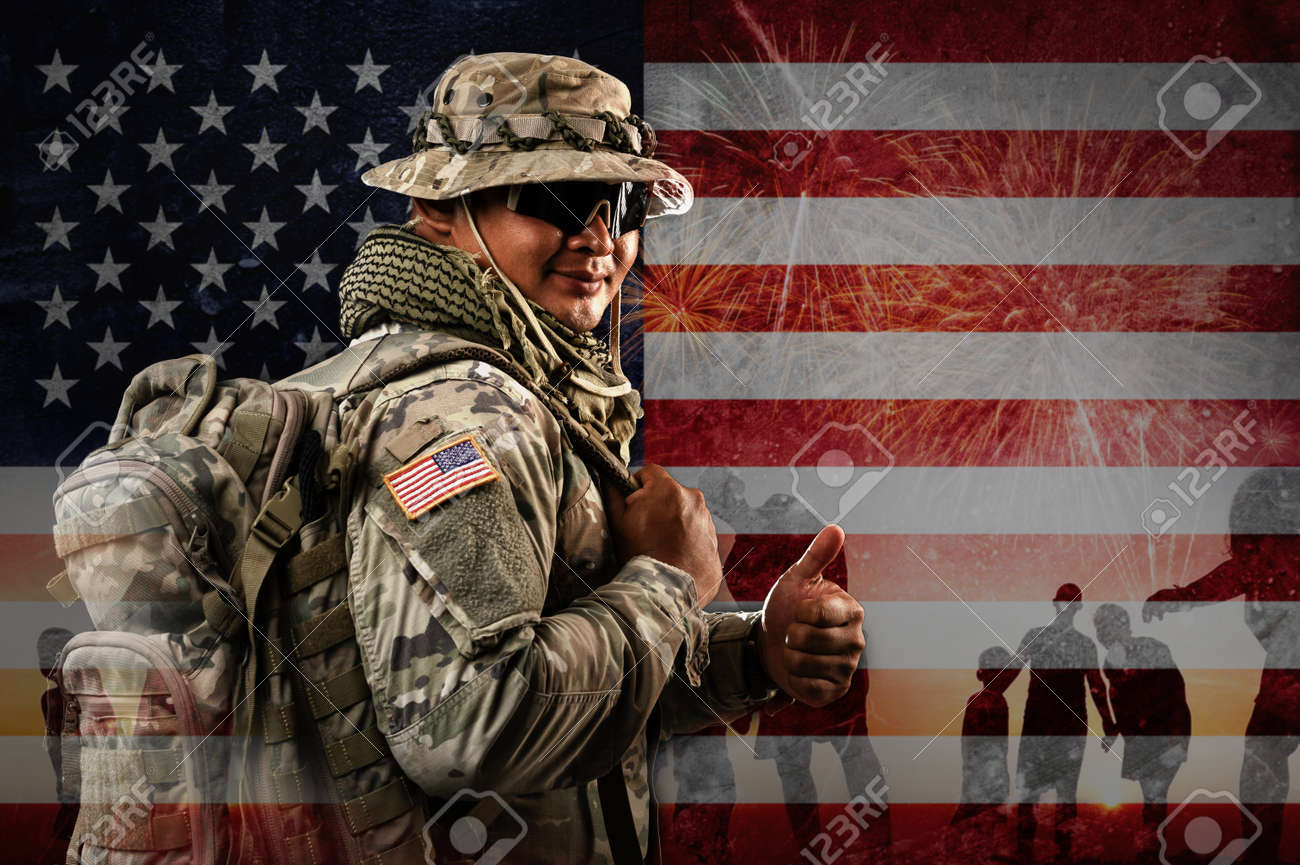 US Soldier in combat uniforms holding backpack across the shoulder, Double exposure with American flag and Silhouette of family happy, Veterans Day, Patriot concept, Independence Day, ID4 - 171974385