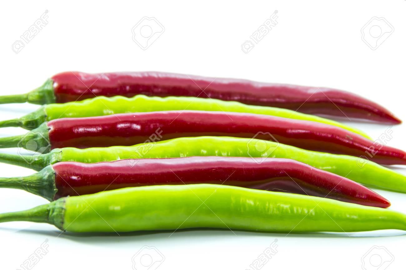 Immagini Stock Verde Dritto Acceso Peperoncino Rosso Su Sfondo