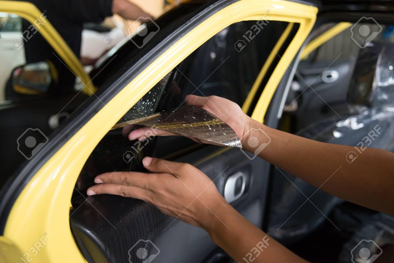 Technicians to repair the cars film. - 52449836