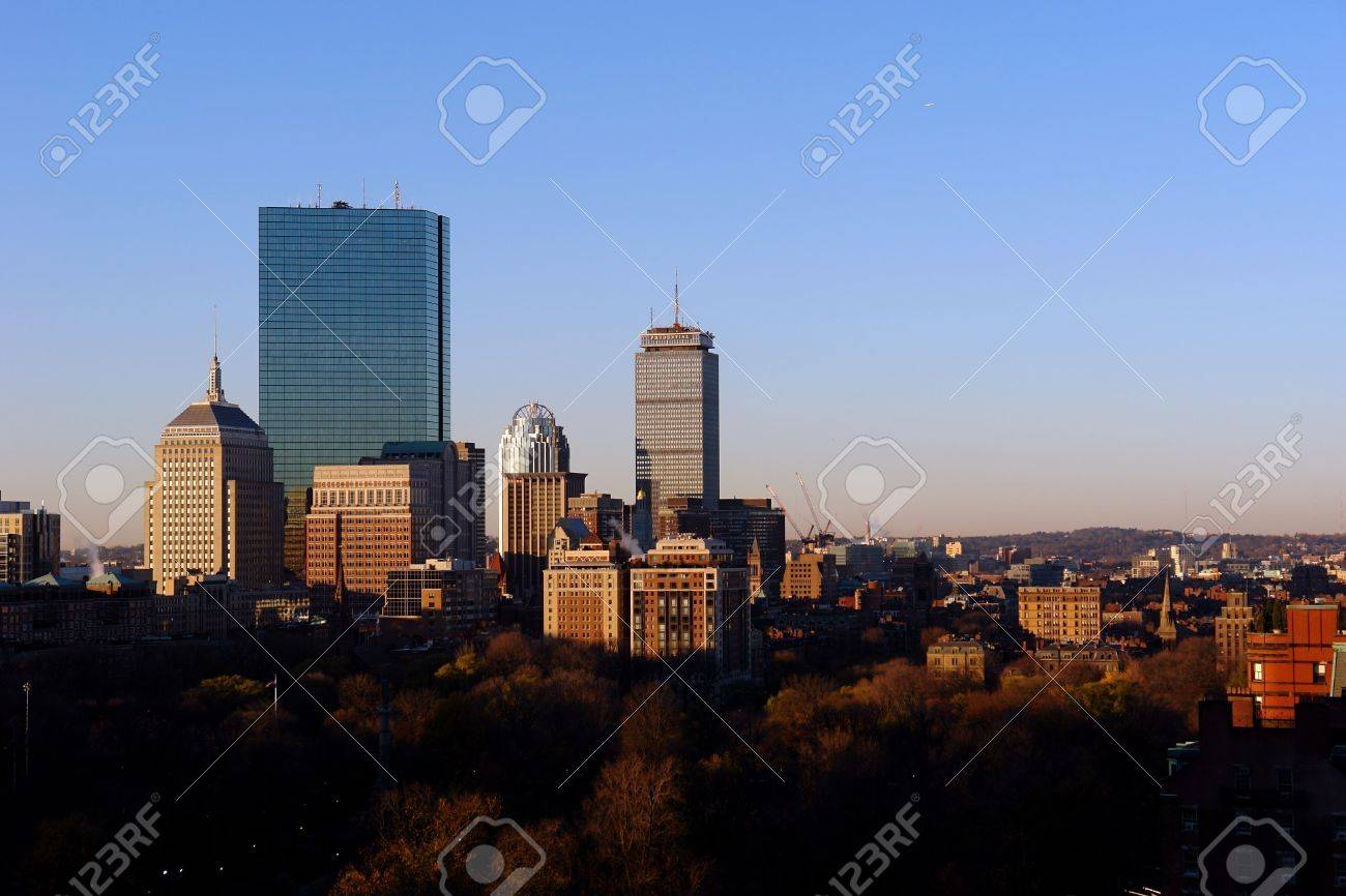sunrises over the city of boston creating a nice warm glow on a crisp autumn morning in the fall Stock Photo - 628745