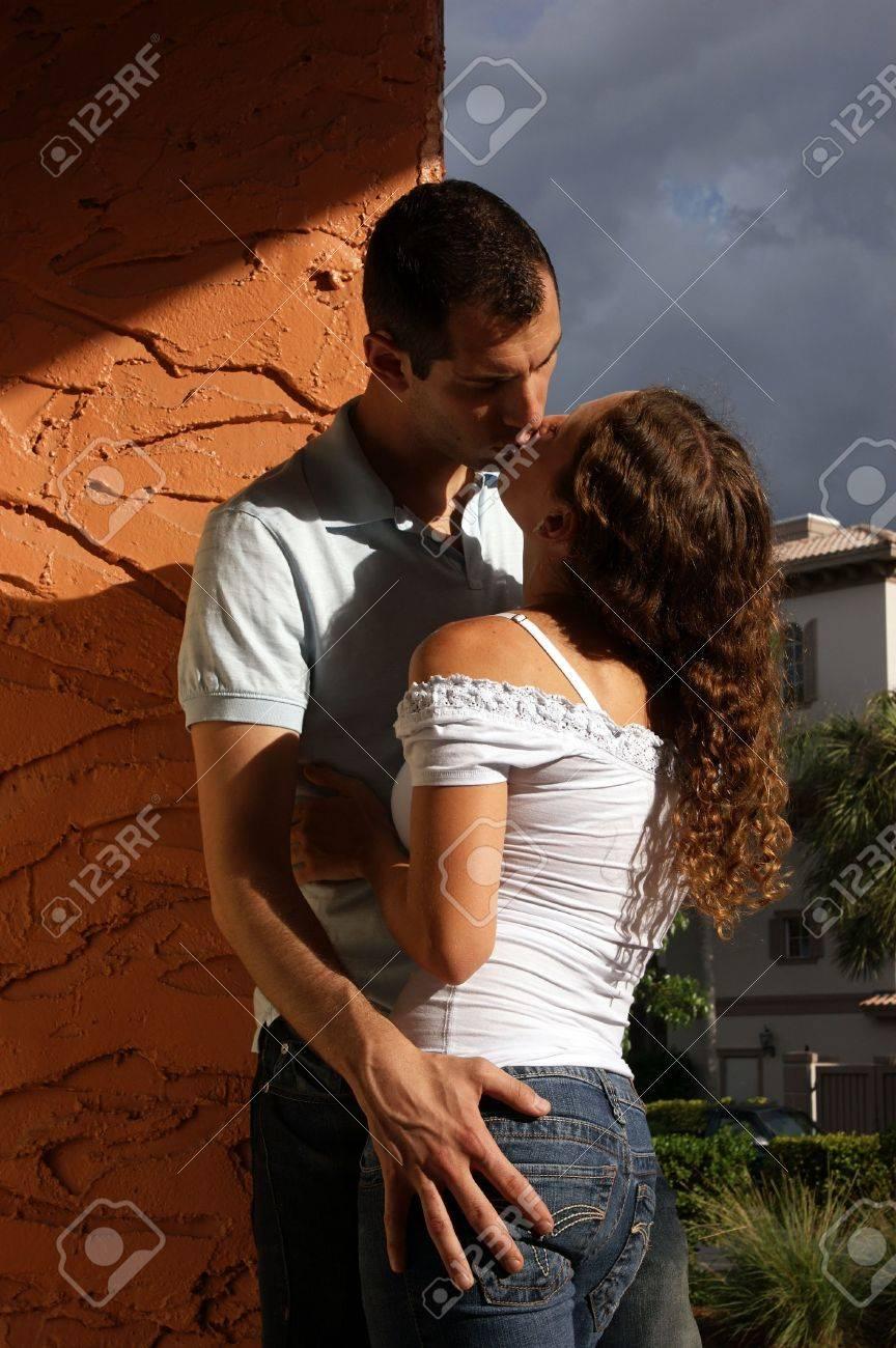 LORENE: Sexy Girls Hot Kissing