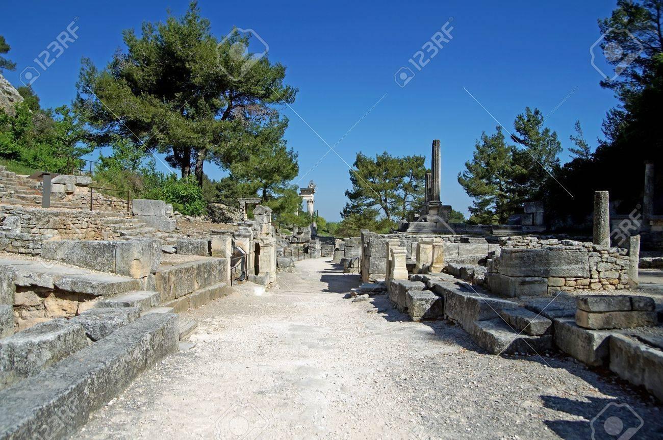 古代の要塞化された町グラヌムの...