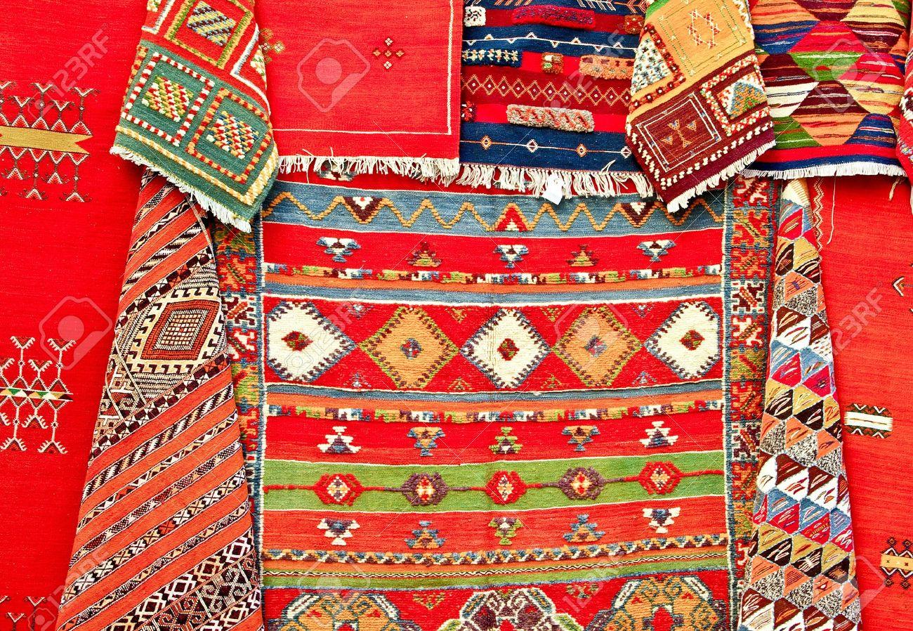 Coloré Tapis Marocains Sur Le Marché Banque Dimages Et Photos
