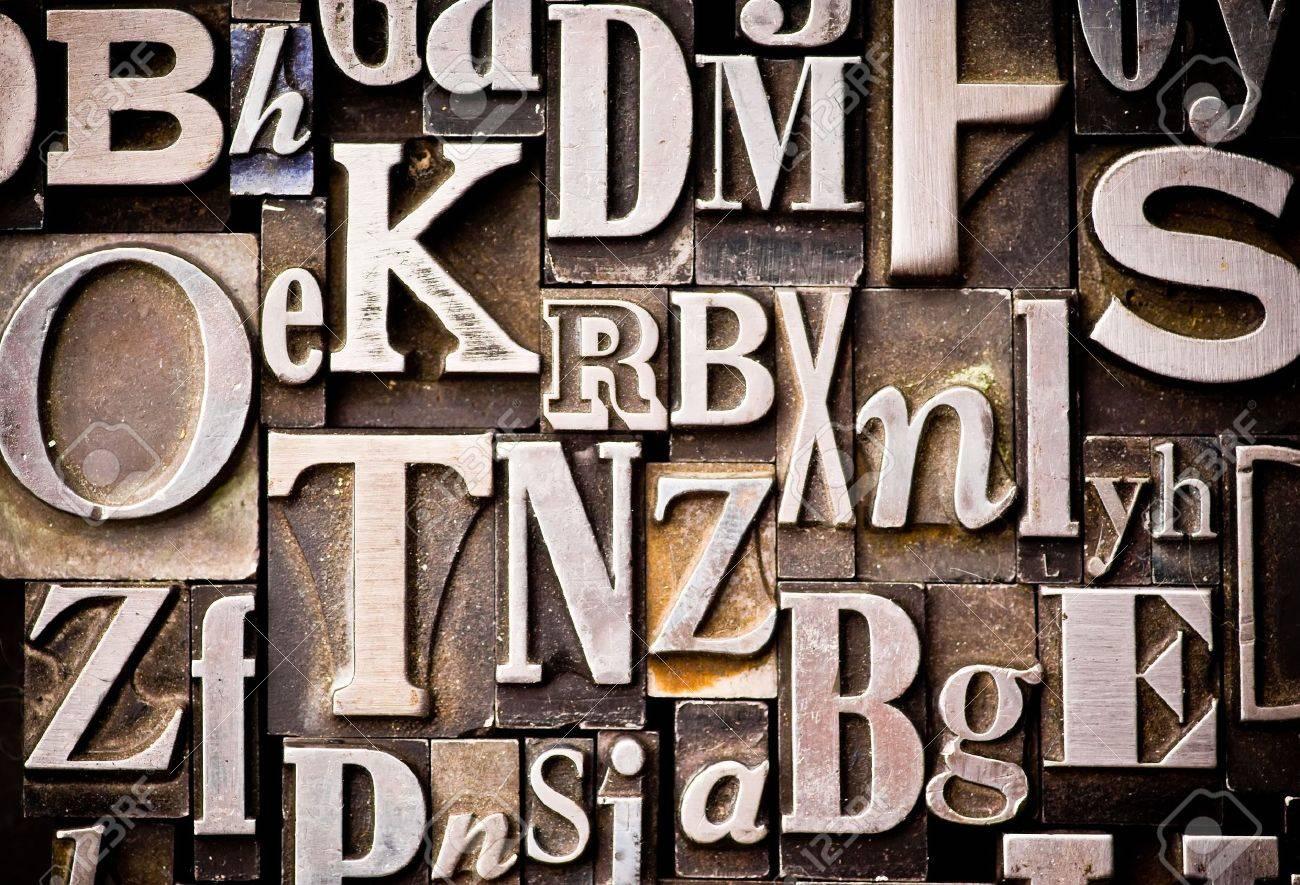 A randon arrangement of letterpress letters. Part of a series of letterpress backgrounds Stock Photo - 3593527