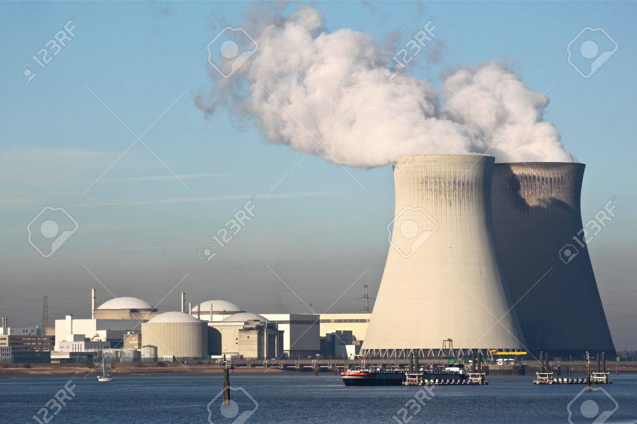 Nuclear power plant Stock Photo - 16333098
