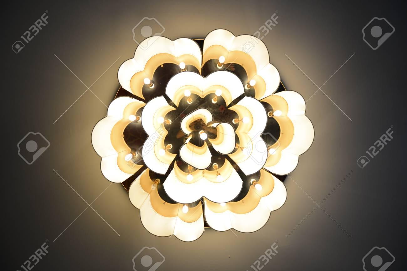Beleuchtung Dekor Standard Bild   88199196