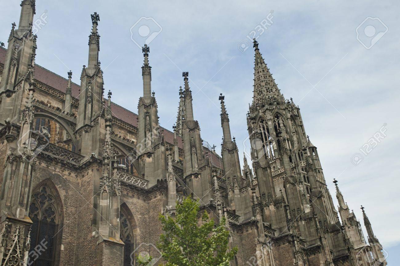 Gotik Architektur   Gotische Architektur Des Ulmer Munsters Mit Blauem Himmel In