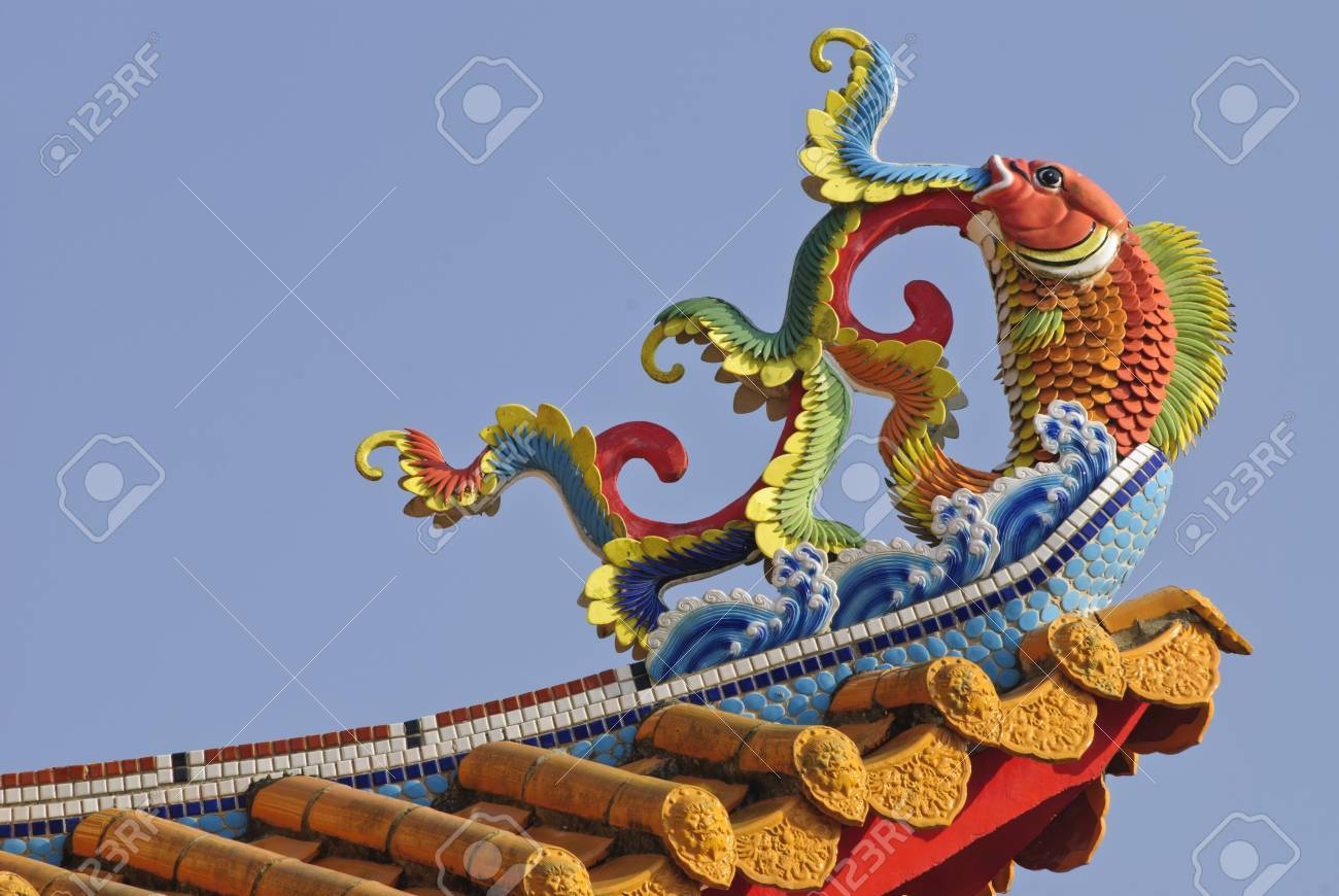 Chinese temple building with carving statue on roof Stock Photo - 13105932