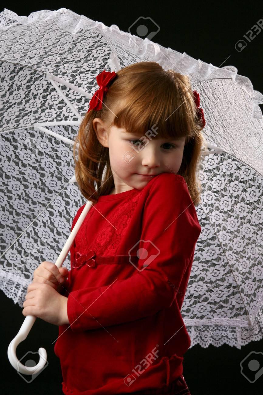 Vestido rojo con encaje blanco