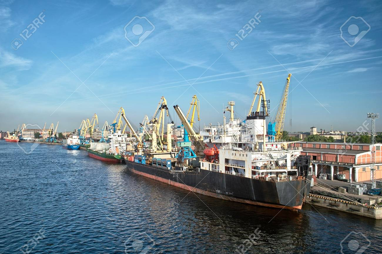 Cargoships and cranes in the harbor Stock Photo - 7151251