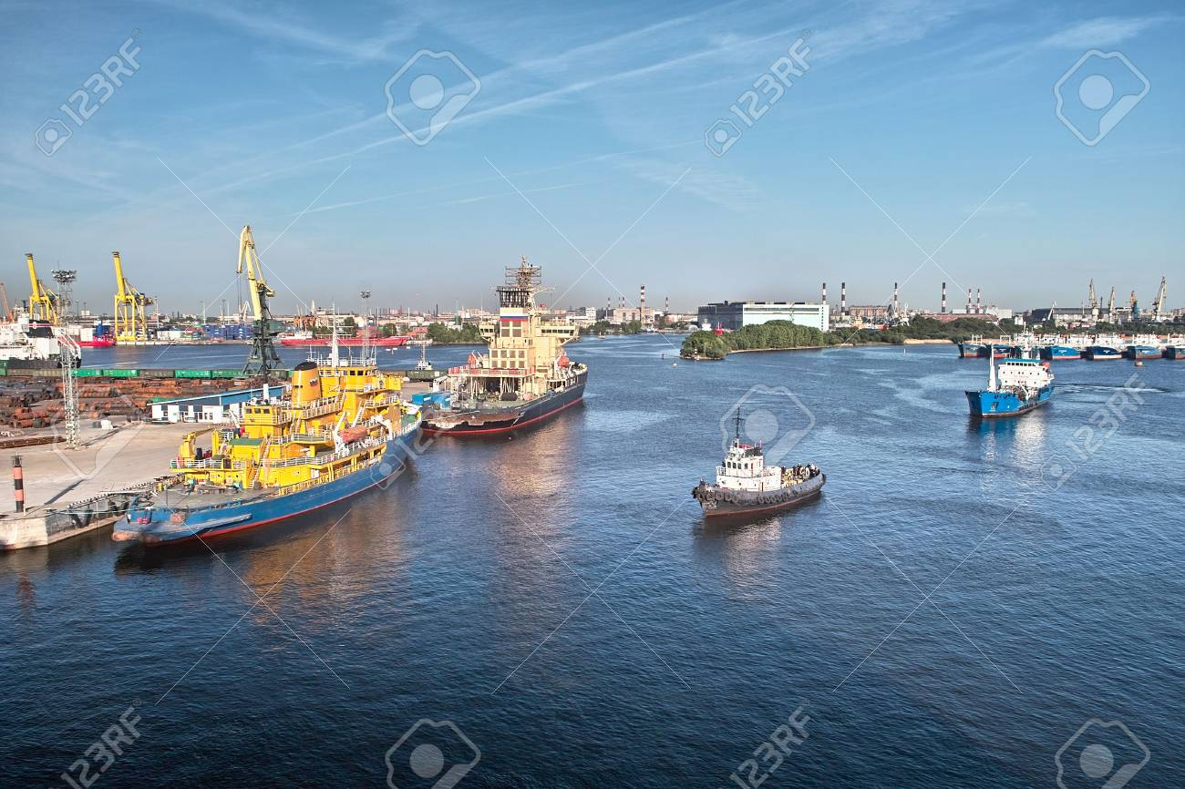 Cargoships and cranes in the harbor Stock Photo - 7151250