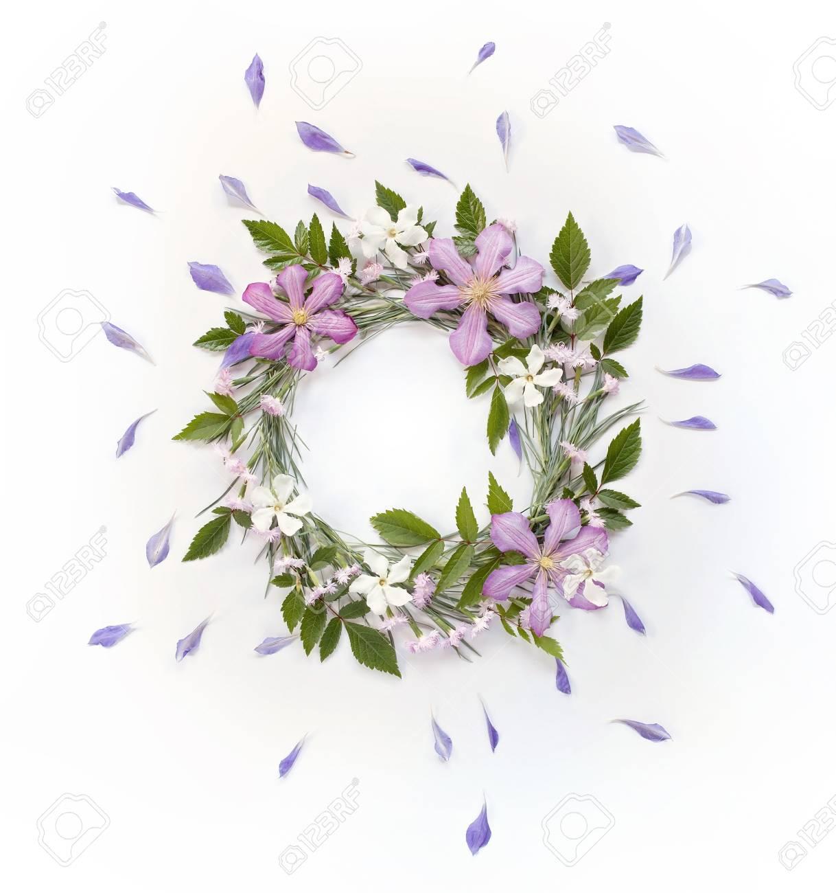 Rahmen Kranz Mit Weißen Und Rosa Blüten, Zweigen, Blättern Und ...