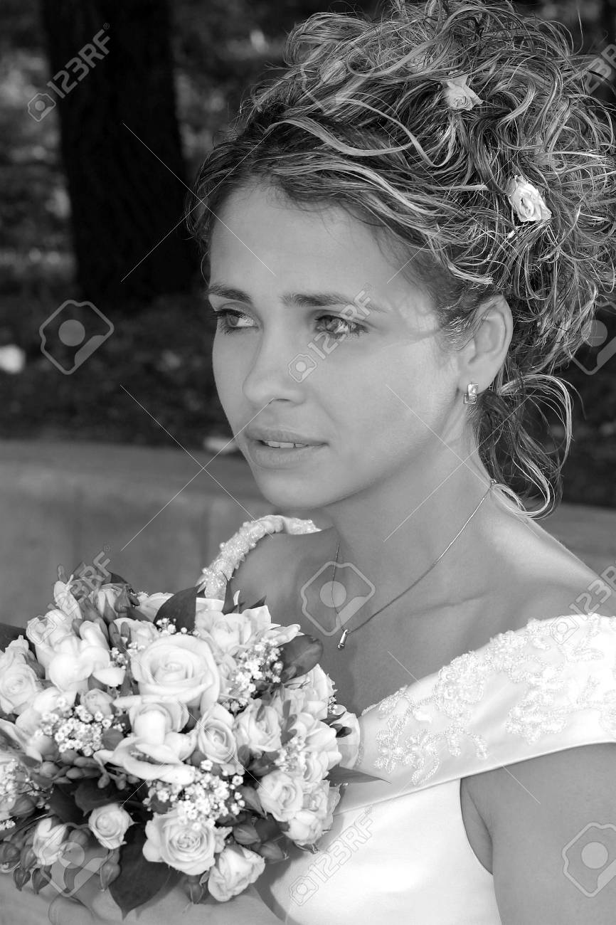 Portrait of young adult bride holding bouquet of flowers. Stock Photo - 5416061