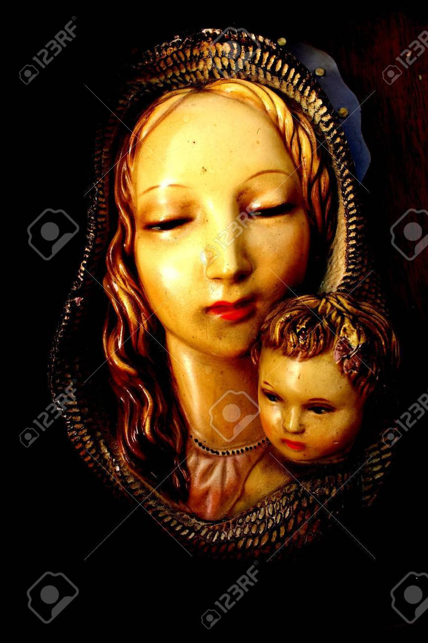 madonna statue - 18977617