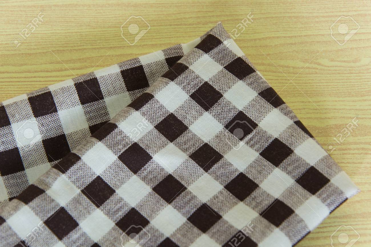 Merveilleux Brown White Checkered Tablecloth In An Old Wooden Table Stock Photo    35644801