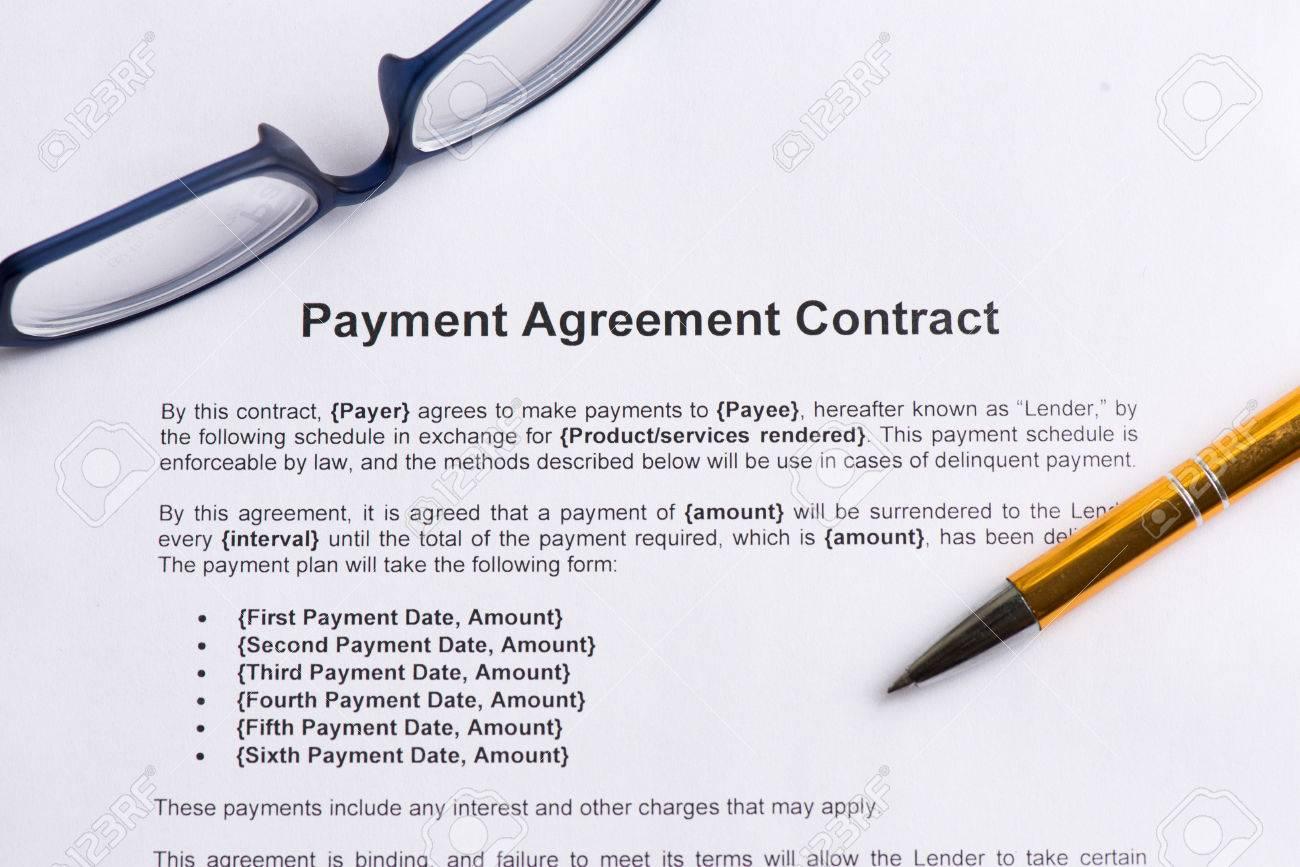 Zahlungsvereinbarung Vertrag Auf Dem Weißen Papier Mit Stift ...