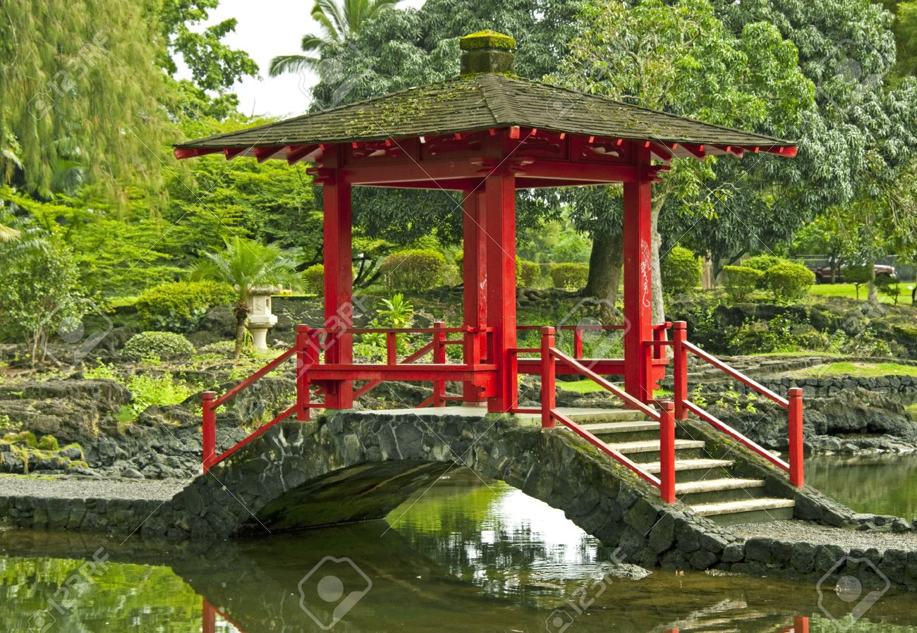Japanese Garden Stone Bridge stone bridge in the japanese garden. hilo, hawaii stock photo
