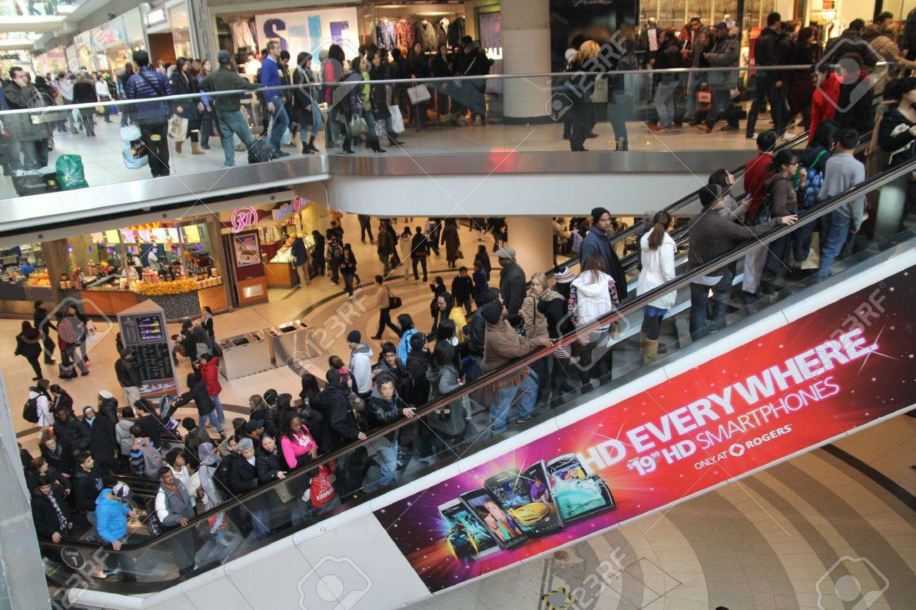 Toronto, December 26, 2010, Shopping mall crowded for post-Christmas sales Stock Photo - 8525867