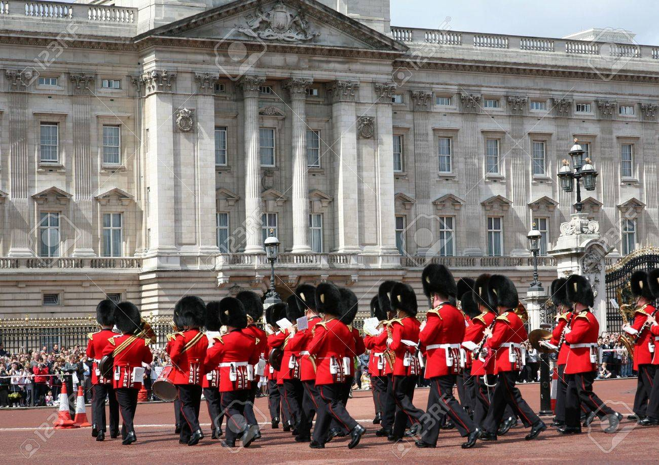 Changing of the Guard in front of Buckingham Palace, London, England, July 14, 2009 Stock Photo - 8617657