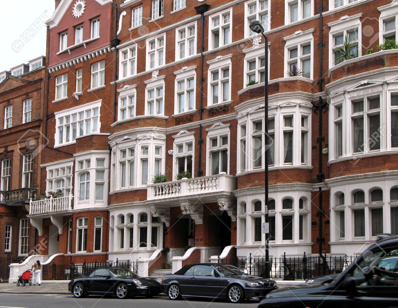 https://previews.123rf.com/images/spirer/spirer1107/spirer110700061/10006697-london-england-june-2007-street-view-of-elegant-apartment-buildings-in-borough-of-kensington.jpg