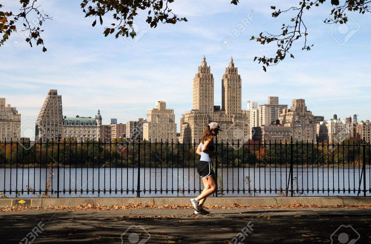 New York, NY, USA, October 2009 - Central Park reservoir with jogger and luxury apartment buildings in background Stock Photo - 10144433