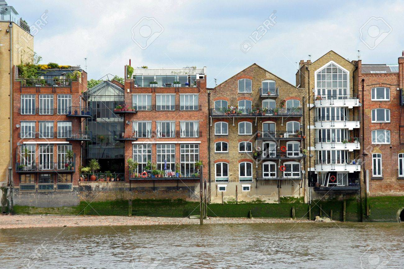 London Riverfront Warehouses Converted Into Apartments 2009 Stock
