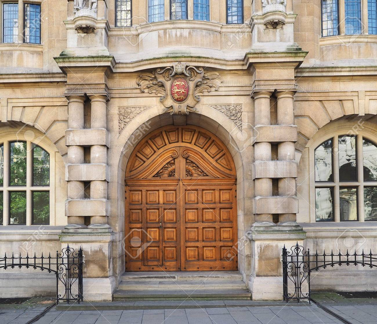 Oxford university old wooden doors Stock Photo - 64953104 & Oxford University Old Wooden Doors Stock Photo Picture And ... Pezcame.Com