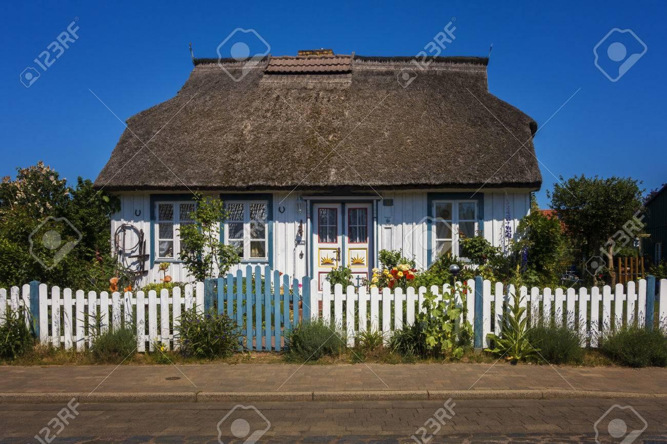 Schones Altes Bauernhaus Lizenzfreie Fotos Bilder Und Stock Fotografie Image 62159652