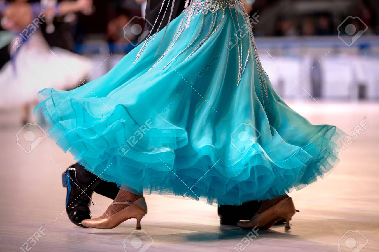 Robe Turquoise Championnat Feminin Danseuse Dans La Danse De Salon Banque D Images Et Photos Libres De Droits Image 76413092