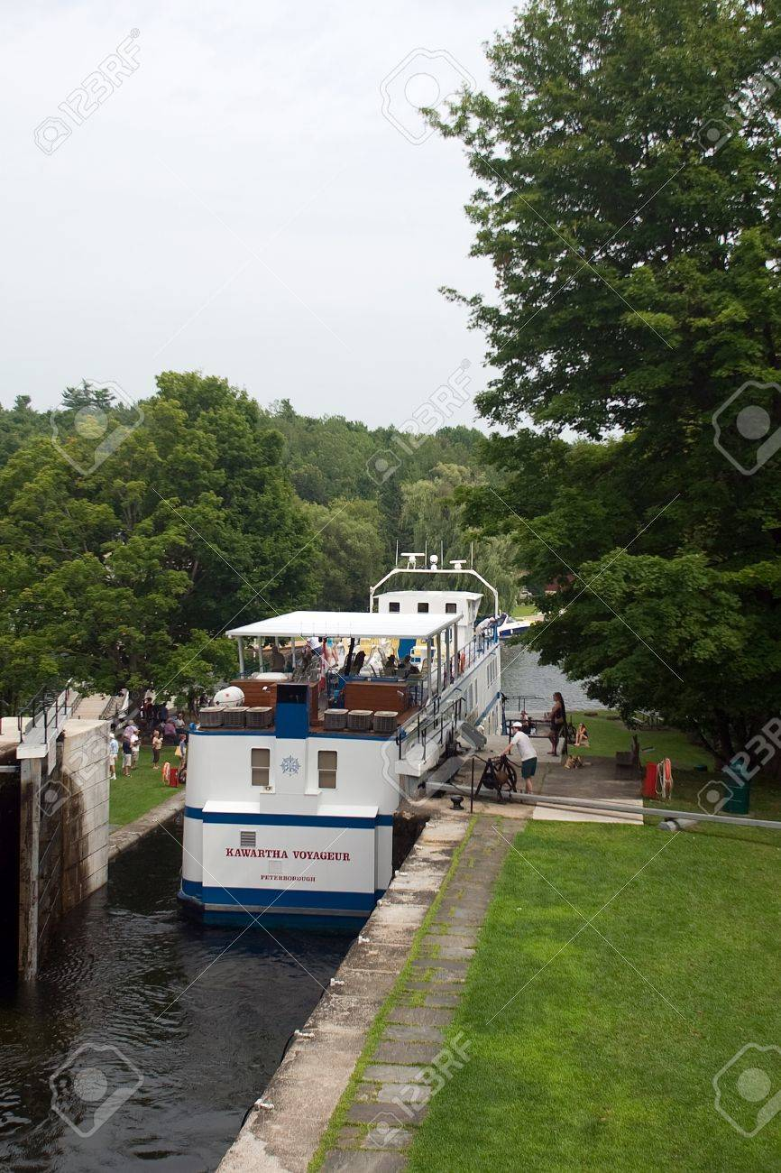 August 9, 2010. The Kawartha Voyageur makes its way through a lock on the Trent-Severn waterway in Eastern Ontario. The Trent-Severn waterway is operated by Parks Canada and may experience reduced operating hours in 2012 as a result of the job cuts. Stock Photo - 13455893