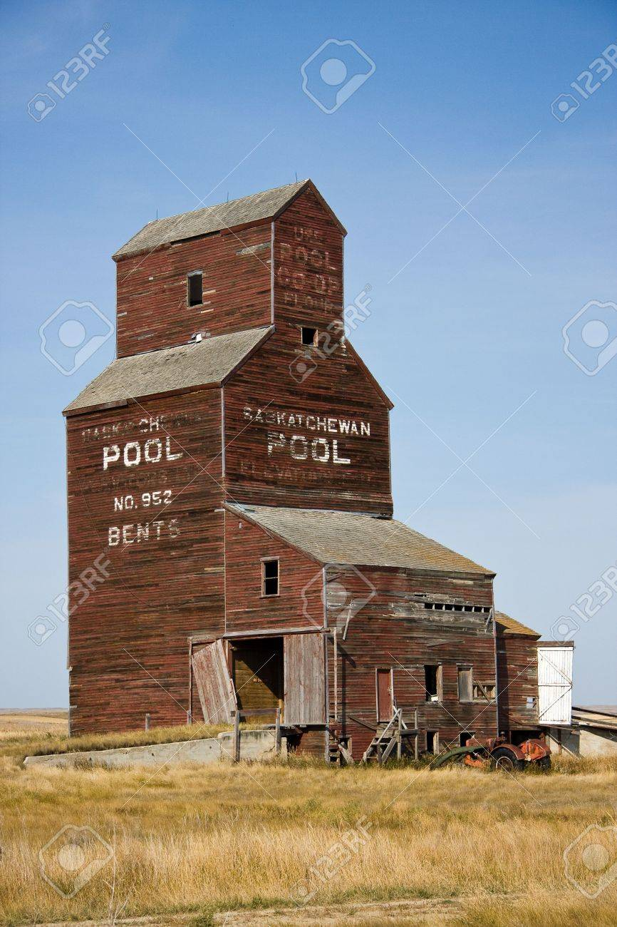 Abandoned grain elevator in the ghost town of Bents, Saskatchewan, Canada Stock Photo - 6715236