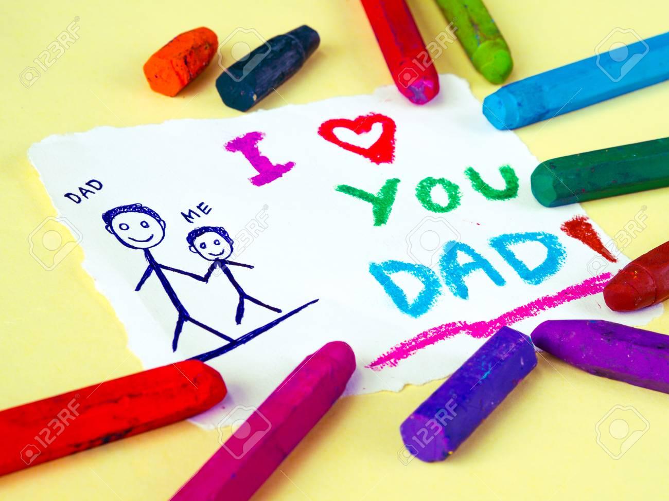 Disegno Di Un Bambino : Scherzi il disegno del padre che tiene il suo bambino per il tema di