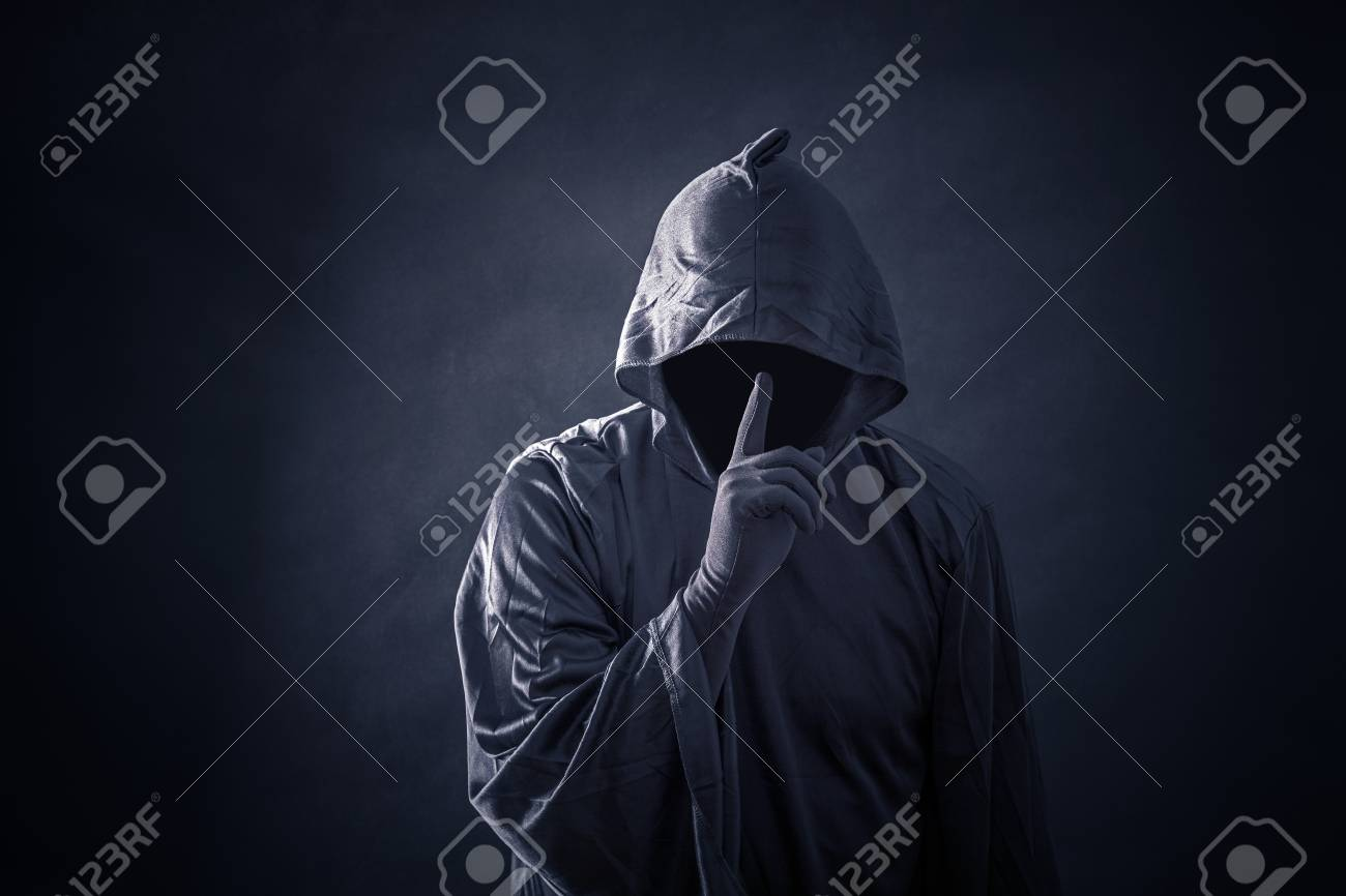 Scary figure in hooded cloak - 117335962