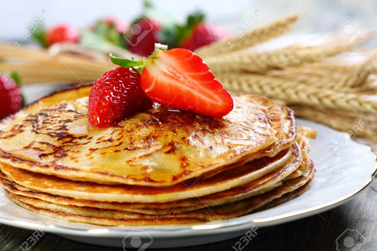Stack of pancakes with honey and strawberries Stock Photo - 18288138