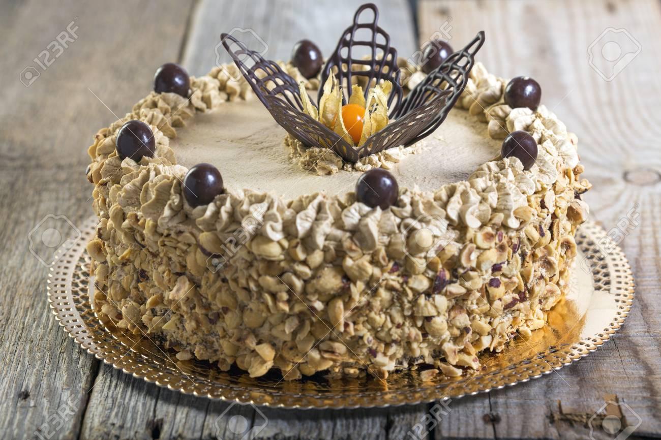Kaffee Kuchen Mit Schokolade Dekoration Auf Einem Holztisch. Lizenzfreie  Bilder   35538704