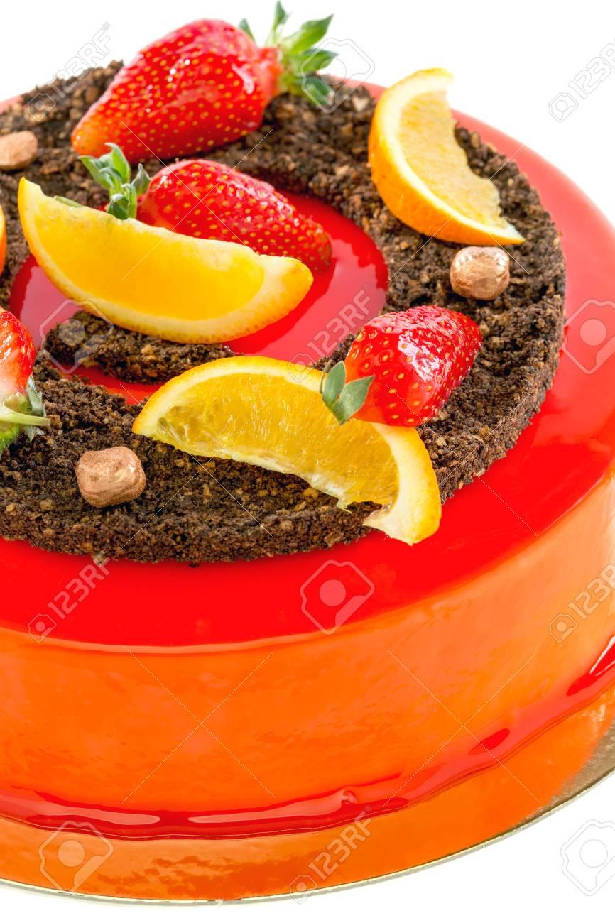 Kuchen Roter Glasur Mit Erdbeere Und Orange Auf Einem Weissen