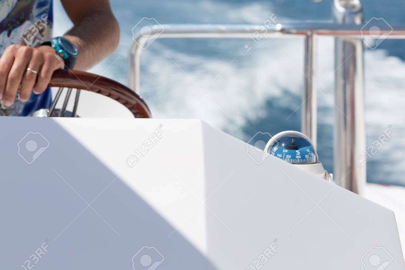 Skipper choosing the right course - 59881194