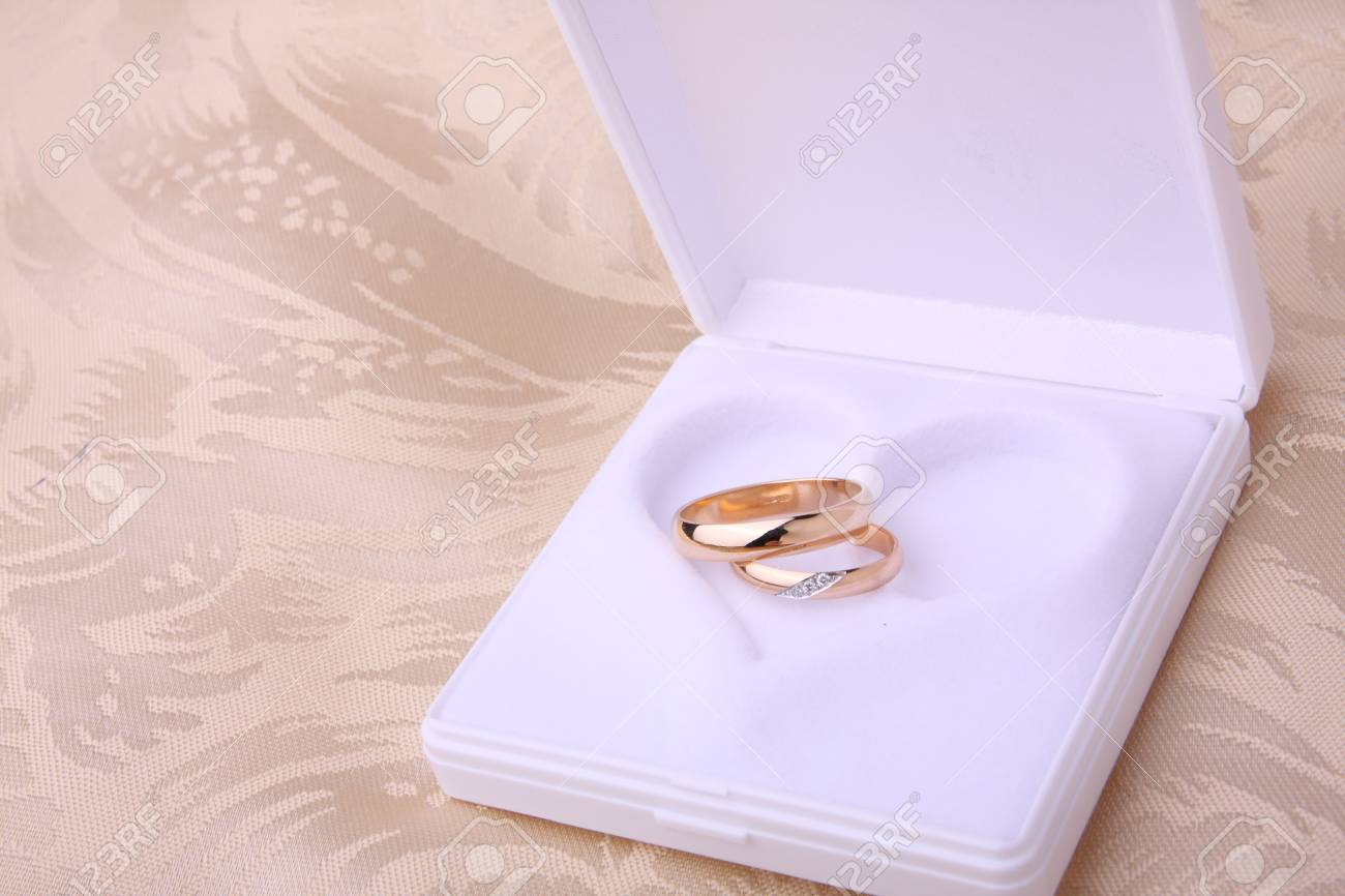 Wedding rings in jewelry box with heart shape Stock Photo - 3100842