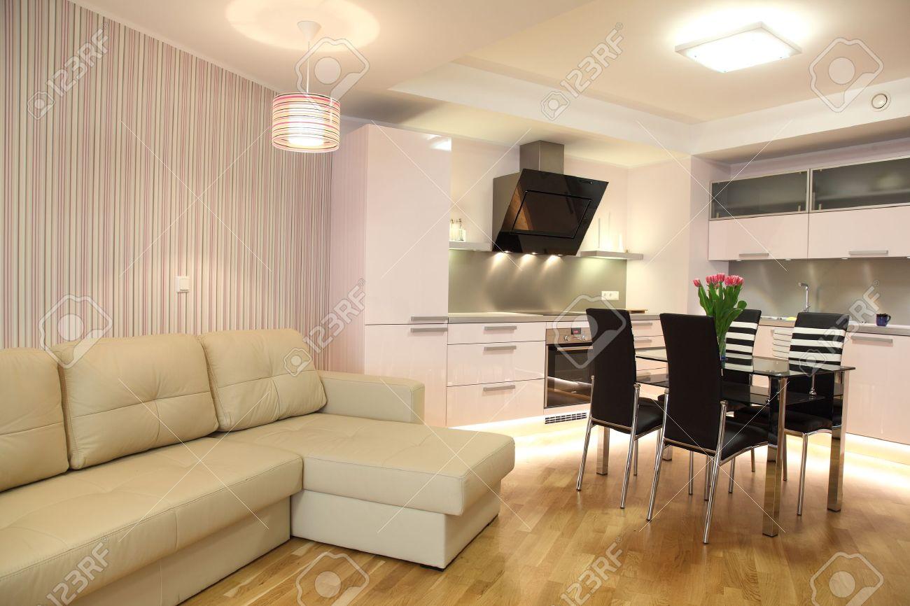Vackert modernt kök med modern belysning, inredning royalty fria ...