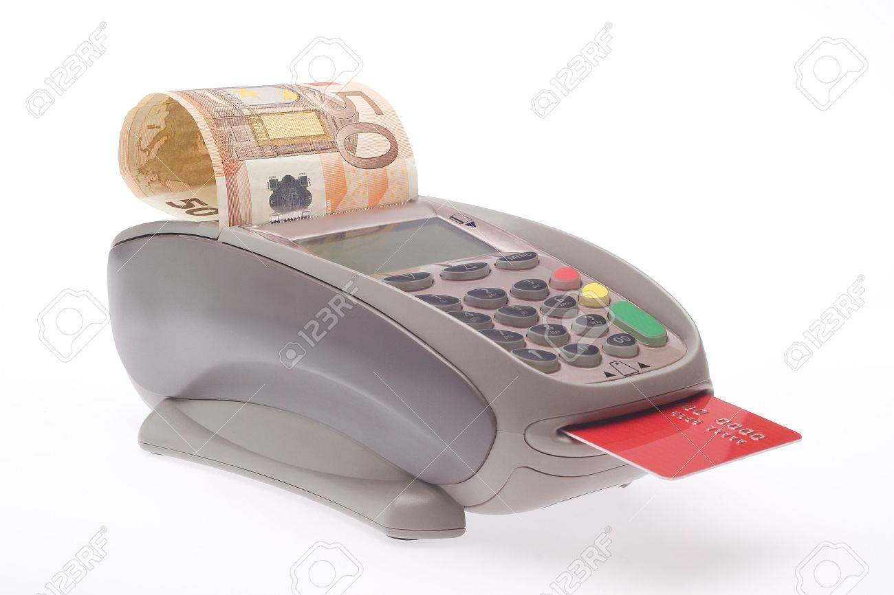 Swiping of the credit card for payment processing. Stock Photo - 5602214